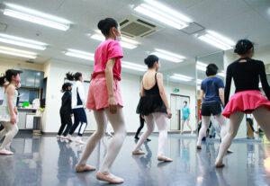 コンテンポラリーレッスン風景|マミバレエスタジオ 舞台からの経験を大切にする奈良県橿原市のバレエスタジオ