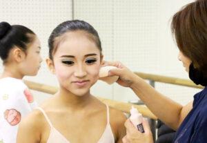 発表会楽屋 メイク|舞台からの経験を大切にする奈良県橿原市のマミバレエスタジオ