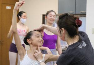 バレエレッスン風景 マミバレエスタジオ 舞台からの経験を大切にする奈良県橿原市のバレエスタジオ